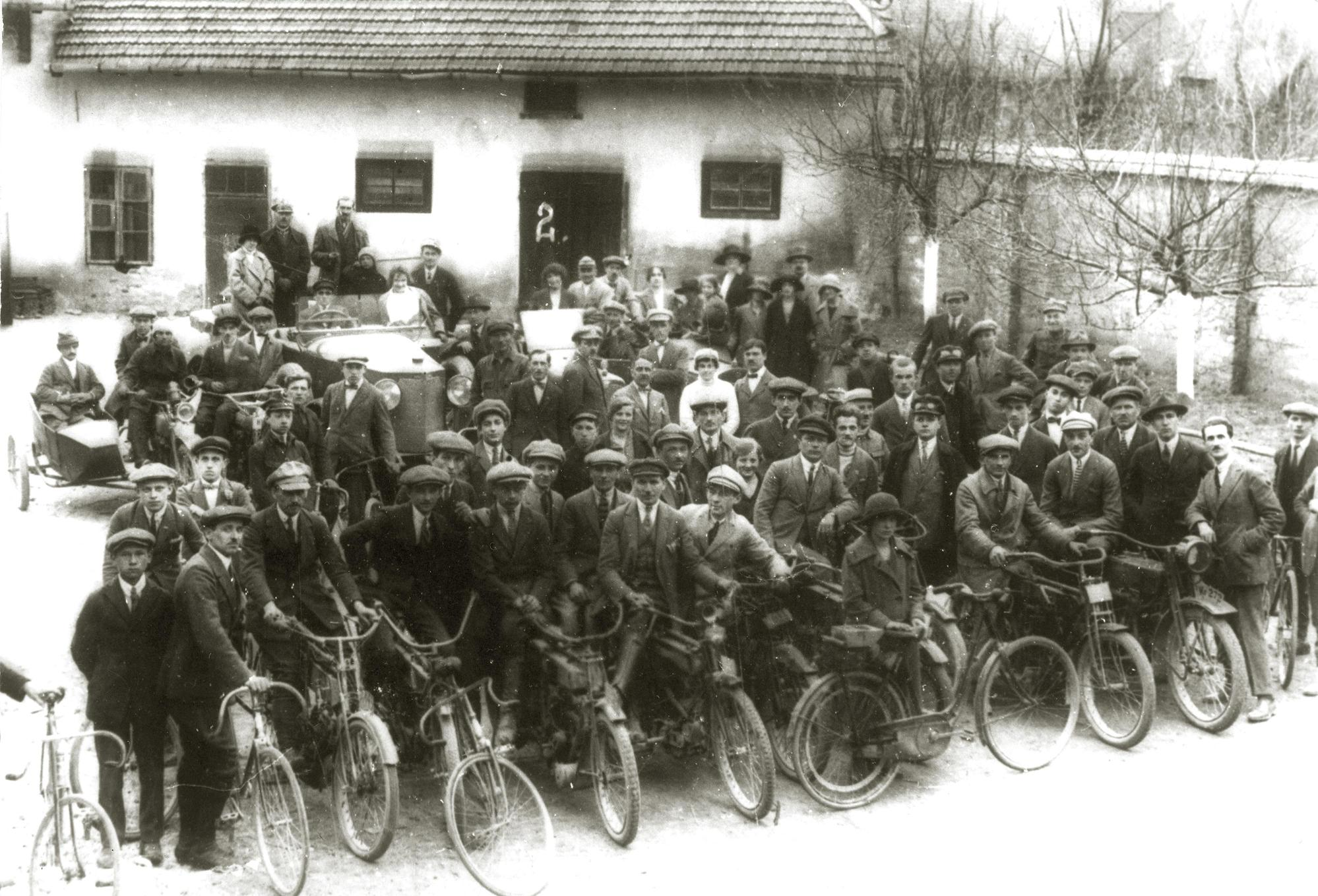 photo. Cyclists and Motorcyclists Club in Wieliczka, 1924. (from the collection of Cracow Saltworks Museum Wieliczka)
