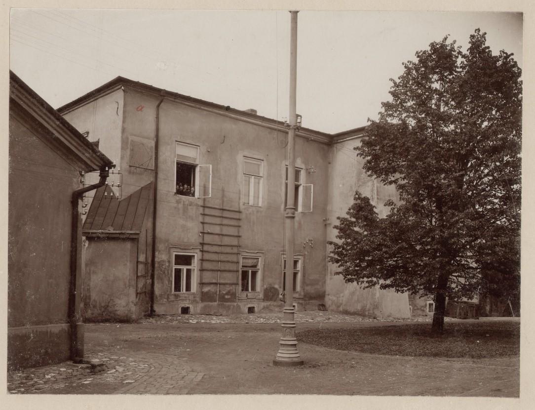 Zamek Żupny w Wieliczce, budynek po lewej nie istnieje